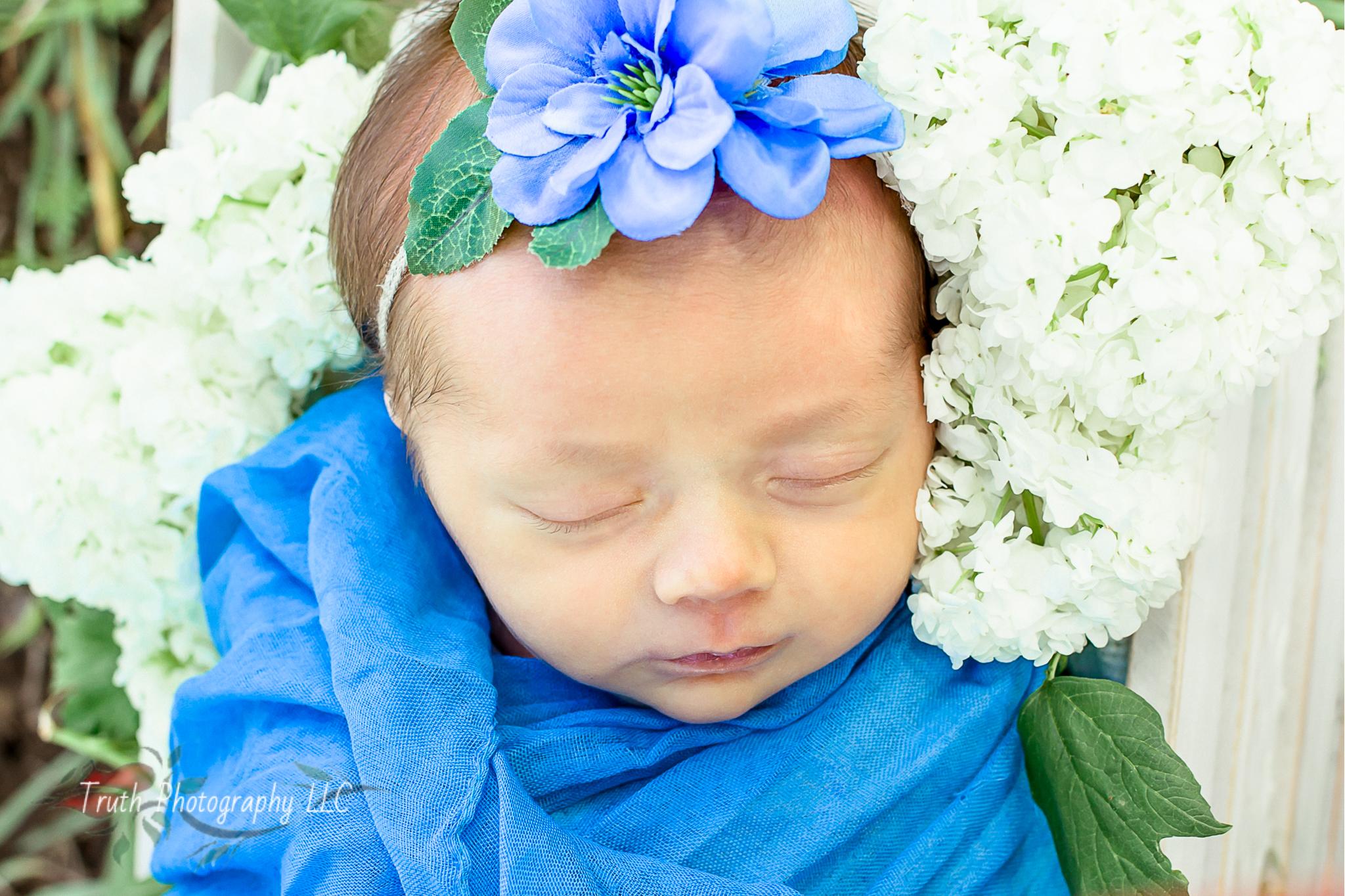 Truth-Photography-Denver-Outdoor-newborn-photograph.jpg