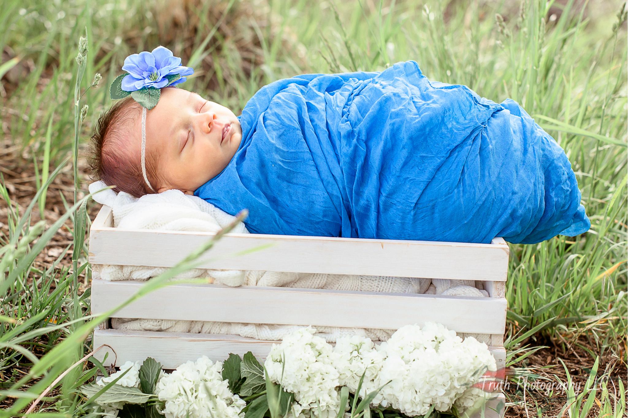 Truth-Photography-Denver-Outdoor-infant-photographers.jpg