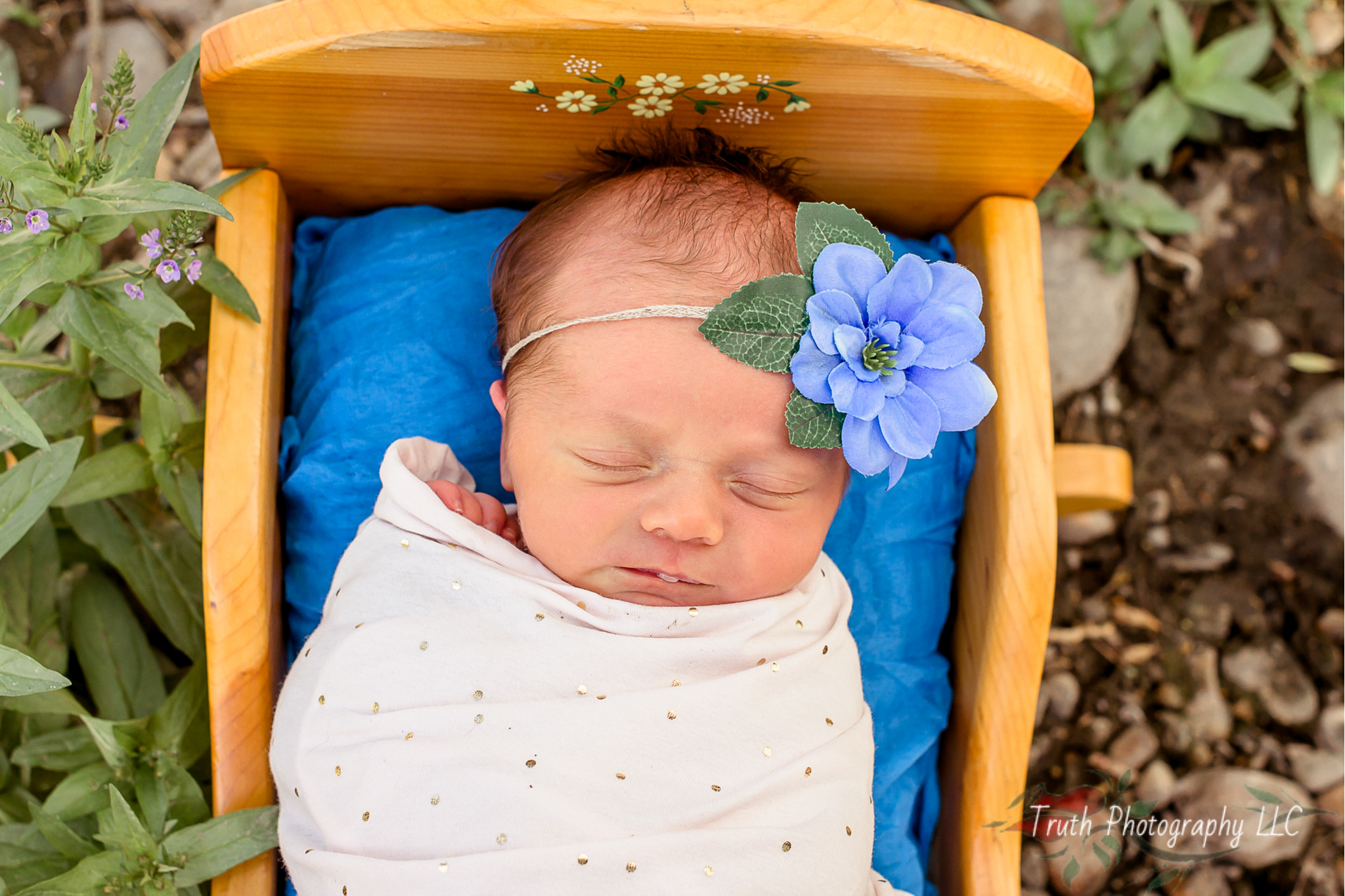 Truth-Photography-Denver-Outdoor-infant-photograph.jpg