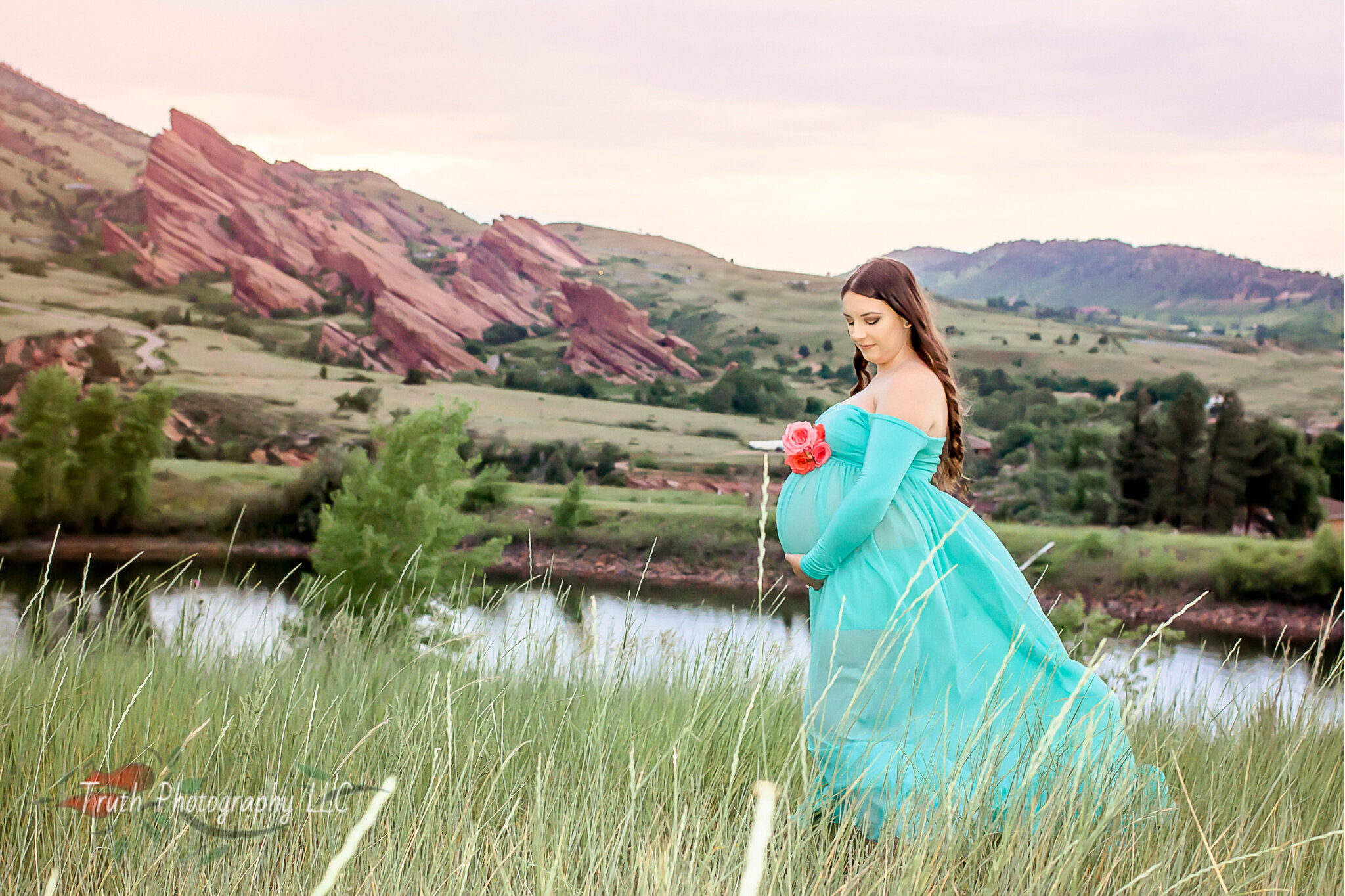 Truth-Photography-Red-Rocks-Maternity-photograph.jpg