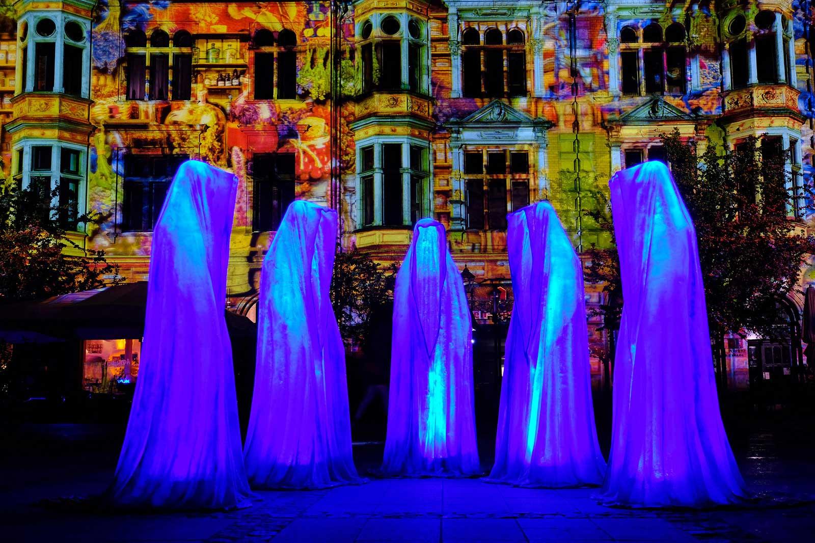 Guardians of Time by Manfred Kielnhofer, Berlin. Photo:   http://kielnhofer.at/art-design.htm