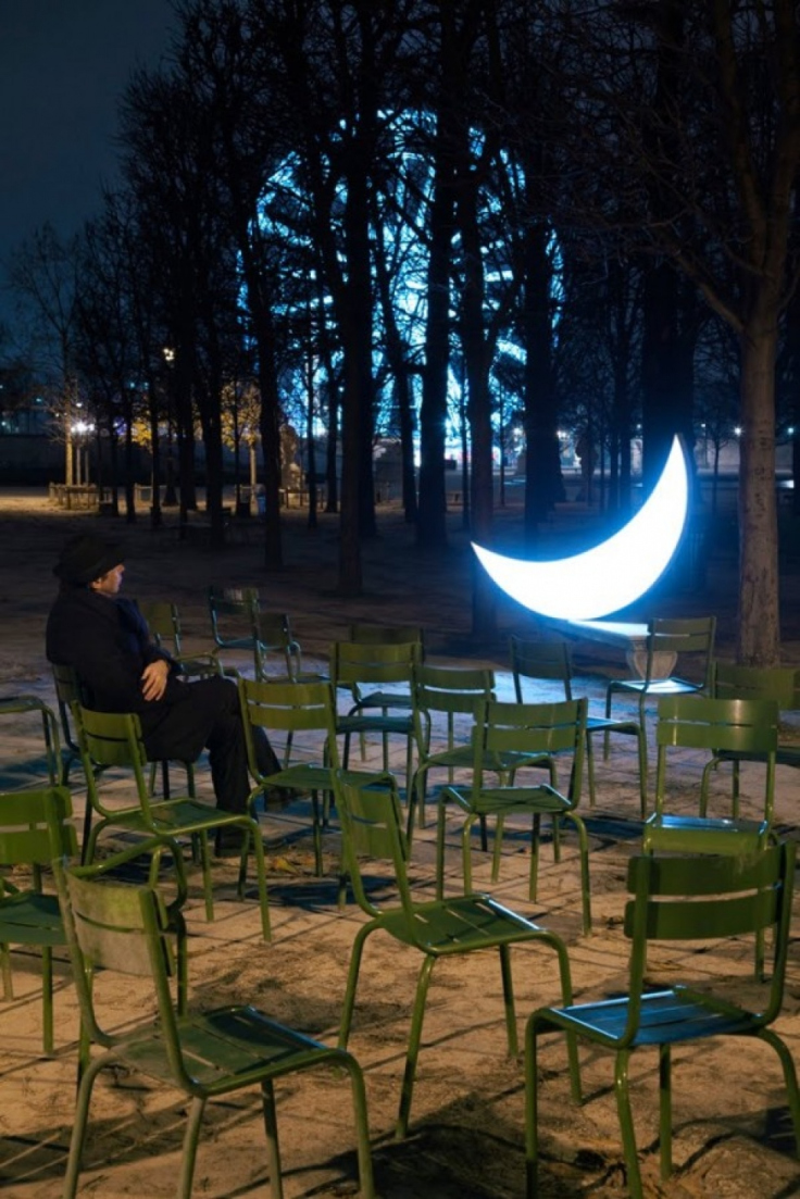 despre-luna-o-altfel-de-luna1.jpg
