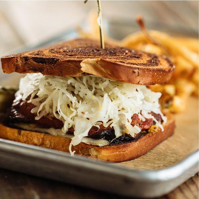 Pastrami + Brisket + Kraut + Maple Landing Mustard + Swiss + Rye = 😋👌 #maplelanding #pastramibrisketsandwich #mouthwatering #yesplease #dallasdivebar #dallasfood