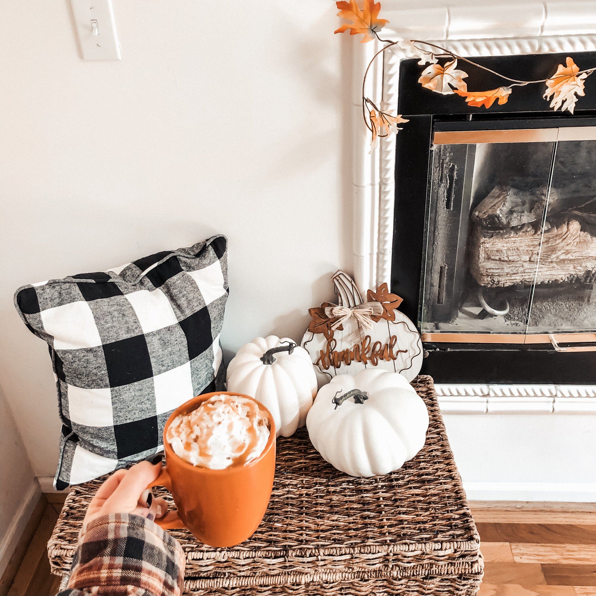 DIY Pumpkin Spice Latte two ways: store bought and homemade! from @lifeasaloewen