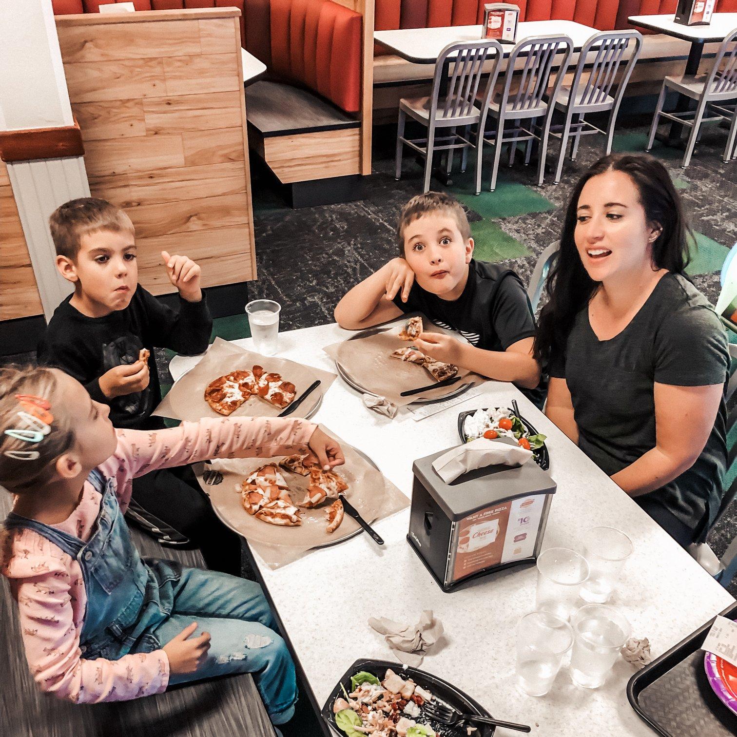 family fun at Chuck E. Cheese (@lifeasaloewen)