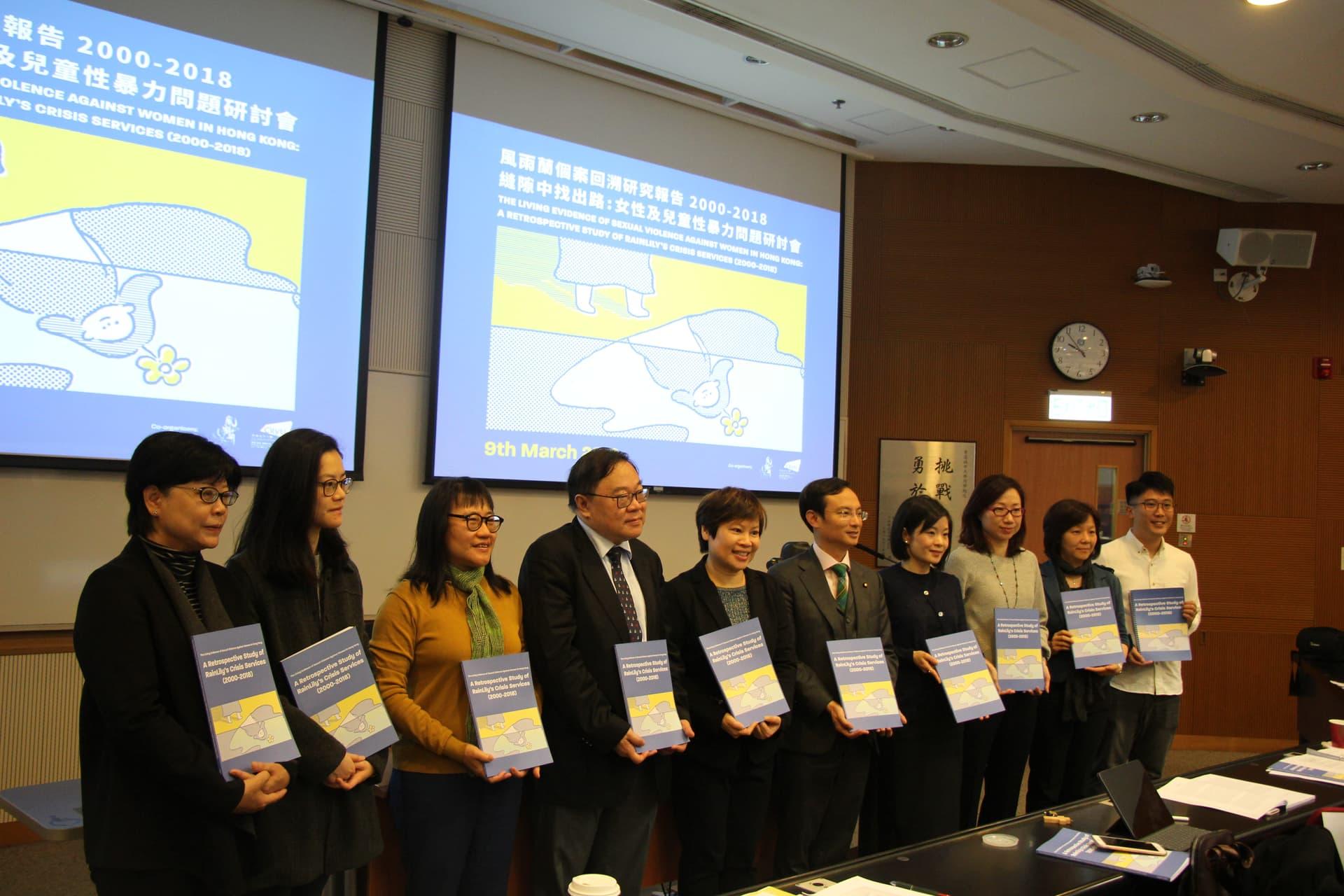 (左起) 梁麗清博士、洪雪蓮博士、馬碧筠大律師、霍婉紅女士、馬宣立博士、王秀容女士、陳沛然醫生、莊慧敏女士、黃瑞紅大律師、陳詠儀女士、邱志衡博士