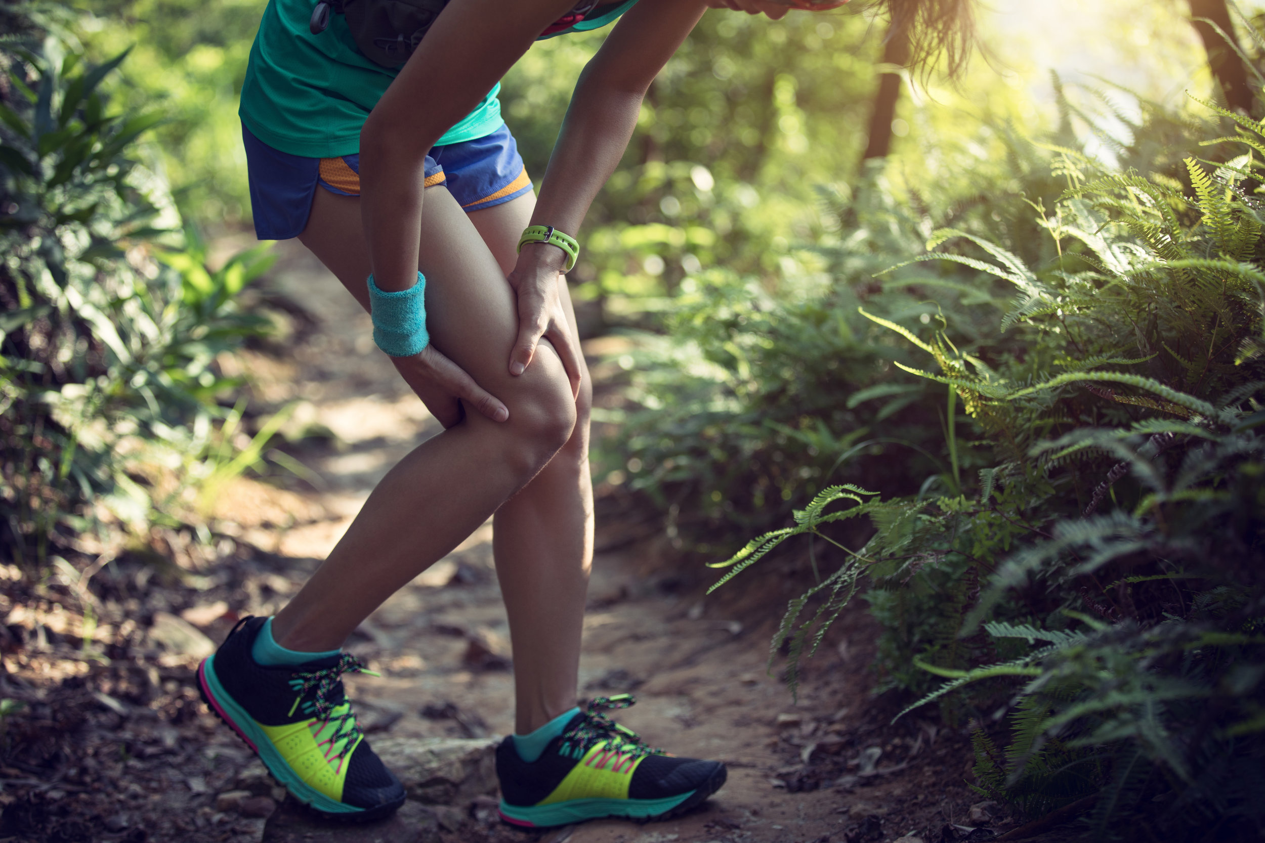 sports-injured-knee-6RG84DB.JPG