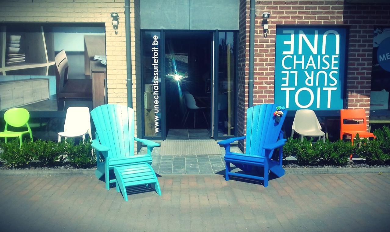 « Une chaise sur le toit »la déco dans tous ses états ! - Une chaise sur le toit, c'est un large choix en modèles de chaise mais pas seulement.Mobilier en chêne, teck, noyer, luminaires, canapés, fauteuils, chaises, décoration, outdoor,… Nous vous conseillons et vous accompagnons dans votre projet d'aménagement intérieur.Chaque projet est différent, unique, c'est pourquoi nous prendrons le temps de vous guider afin qu'il vous ressemble et corresponde à vos envies.Grand Route, 50 à 1435 CorbaisTél : 010 65 17 64 I www.unechaisesurletoit.be