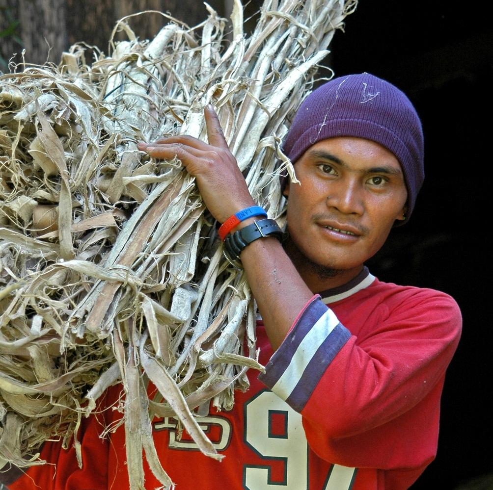 - Für Olino Papier wird kein einziger Baum gefällt. Es ist 100% handgemacht, säurefrei und biologisch abbaubar. Besondere Papiere für besondere Momente: Feier, Abschied, Einladung oder Kreation.