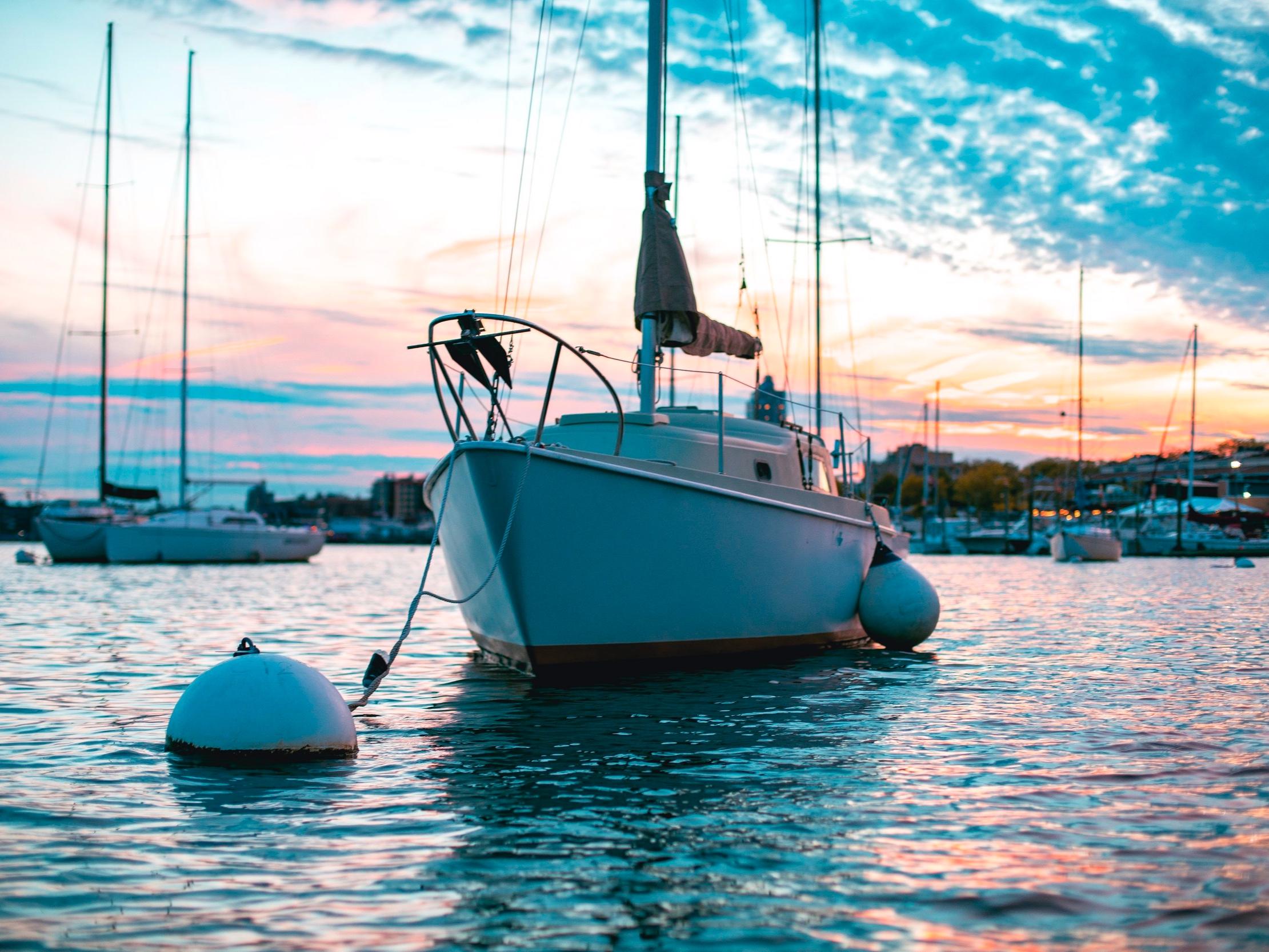 Networking - Sie suchen einen Liegeplatz für Ihr Boot oder einen Personal Trainer? Sie brauchen kurzfristig Personal für Ihren Haushalt? Wir verfügen über das Netzwerk und können die entsprechenden Kontakte vermitteln.