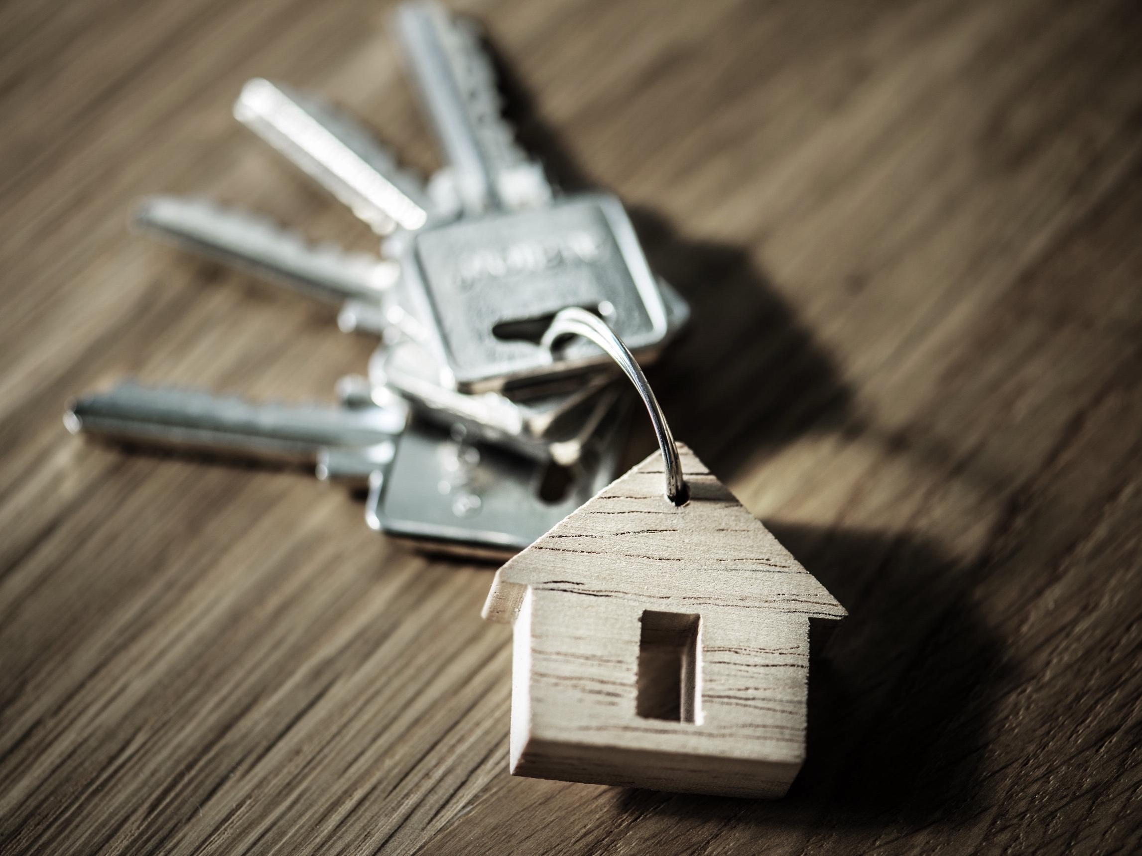 Verträge & Anmeldung - Nachdem wir Ihr neues Zuhause gefunden haben, regeln wir sämtliche Verträge und behördliche Anmeldungen. Sie werden von uns durch den gesamten Prozess begleitet – Sie brauchen sich um nichts zu kümmern.