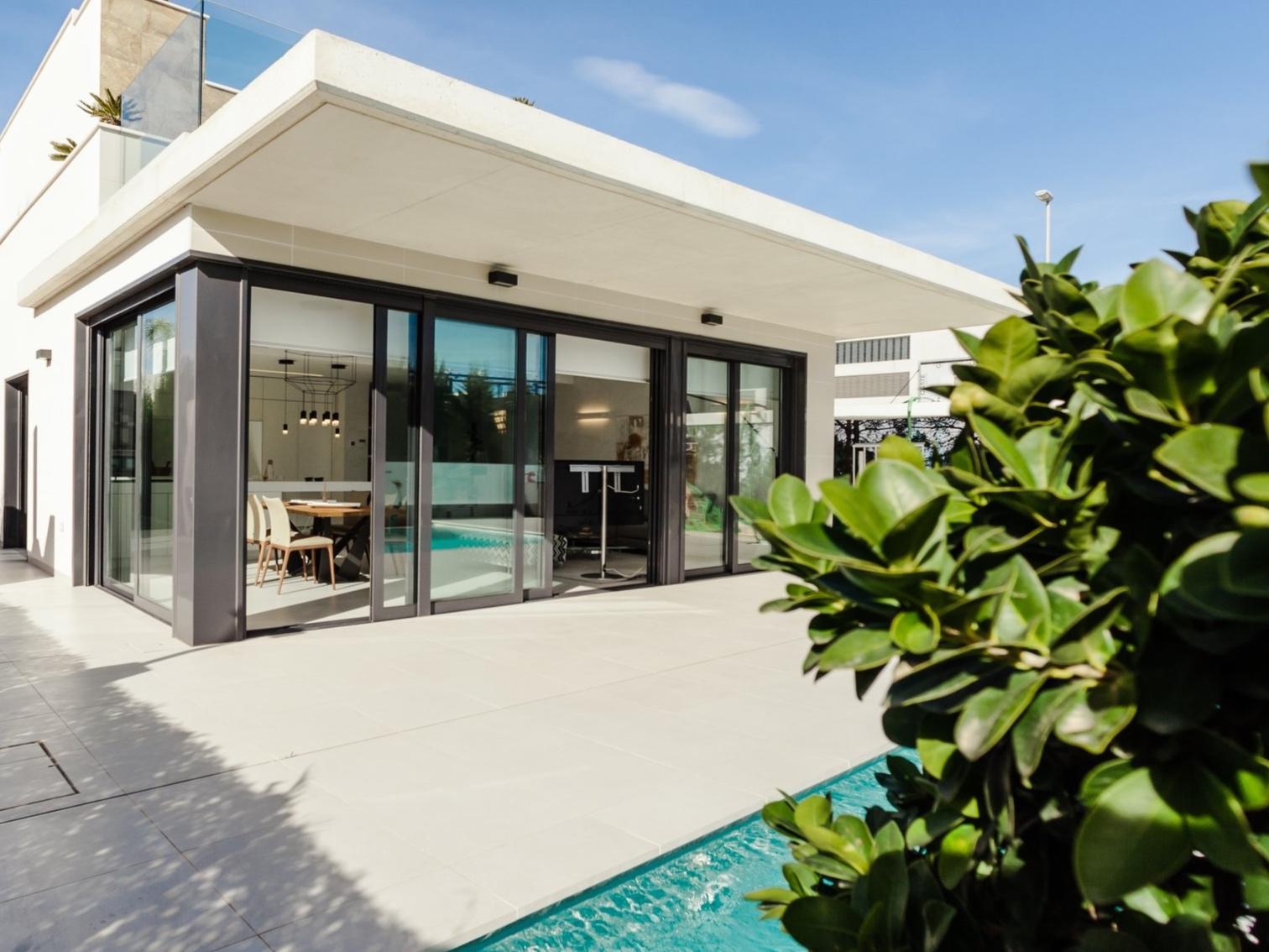 Facility Management - Wir kümmern uns während Ihrer Abwesenheit um Haus, Pool und Garten. Wir koordinieren auch Renovierungs- und Umbauarbeiten.