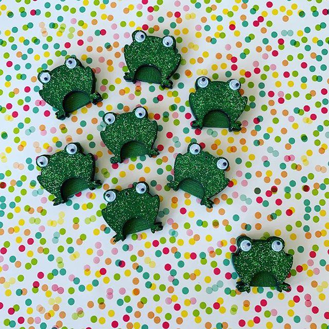 Feeling like a #fancyfrog today! 🐸 #newdesigns #gardenart #sparkle #shimmer #frogs