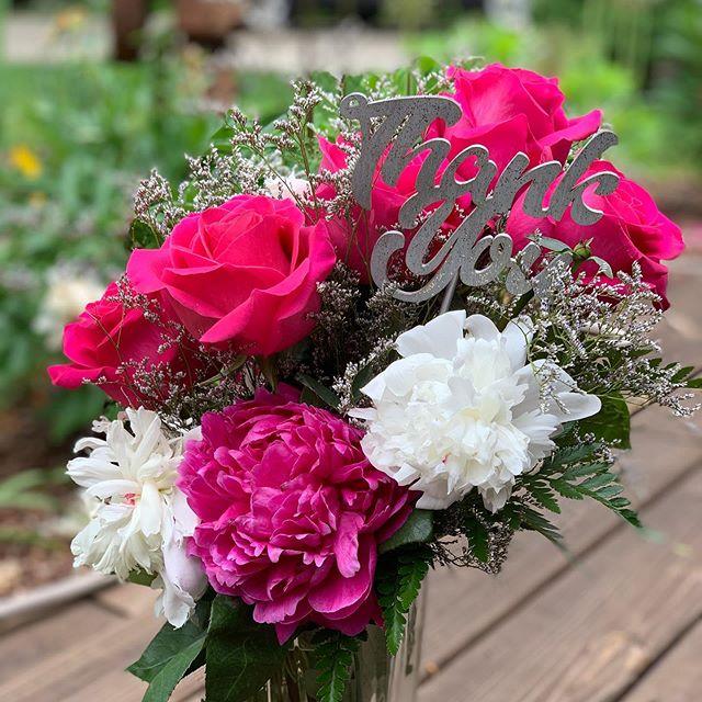 Kicking off the week feeling thankful! 🥰 #nofilter #bouquetpicks #rosesarepink #peonies #hotpink #happymonday