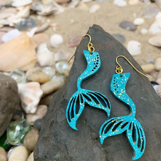 Thinking those beachy thoughts 🏖 #weartheocean #mermaid #mermaidearrings #studioexclusive