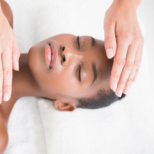 Séance de reïki  - Séance d'une heure pour prendre soins de vos énergies. Le reIki permet de retrouver apaisement de l'esprit et du corps.