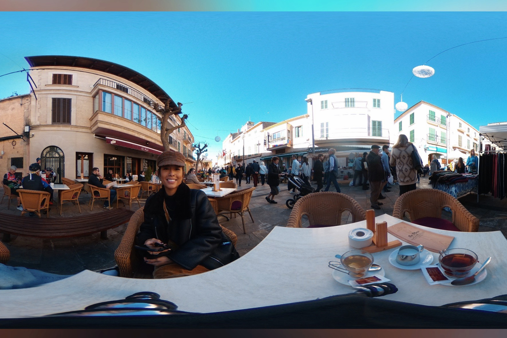 Partial 360 view of where we sat down to have some tea in the middle of the market.