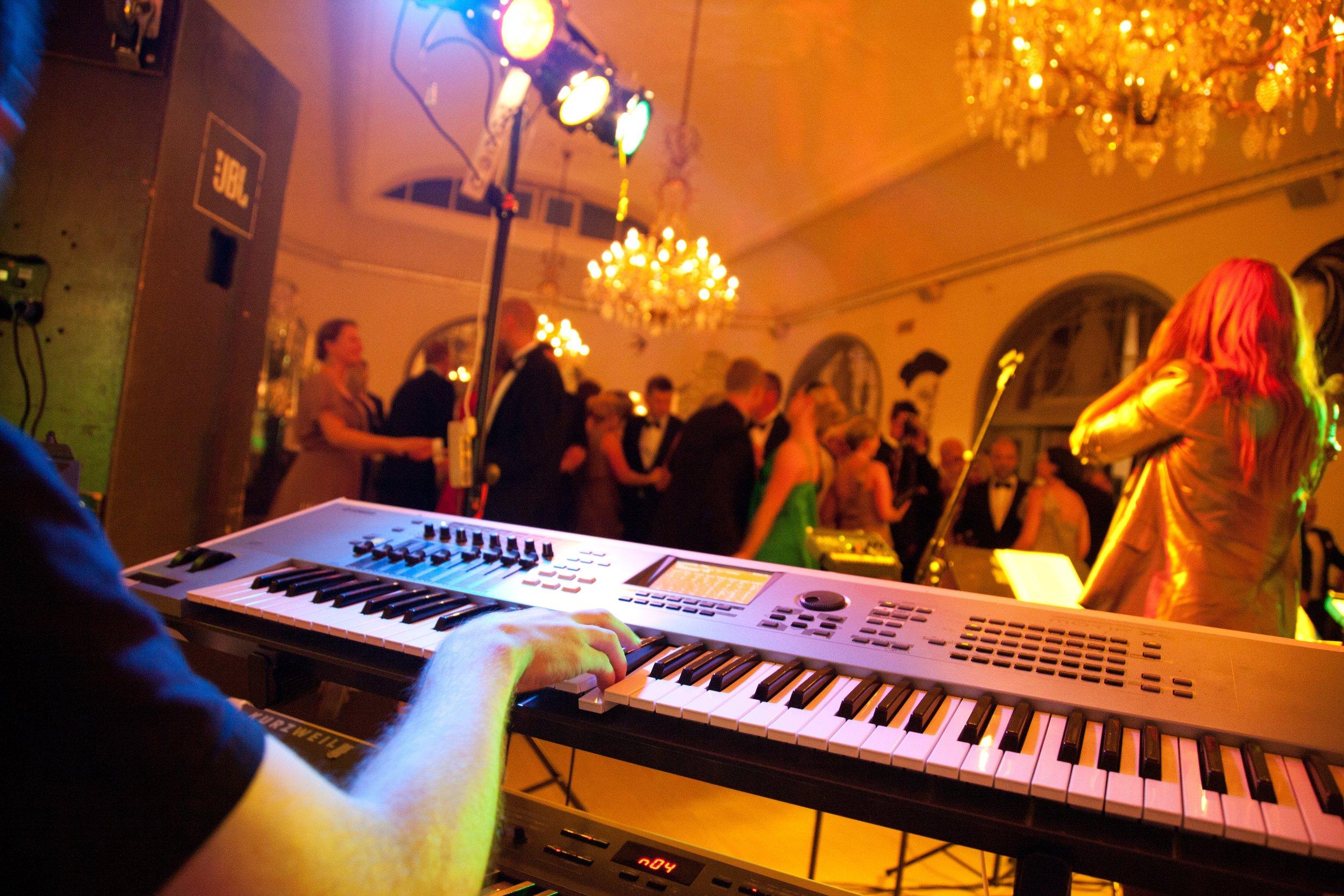 music-musical-instrument-musician-1684228.jpg