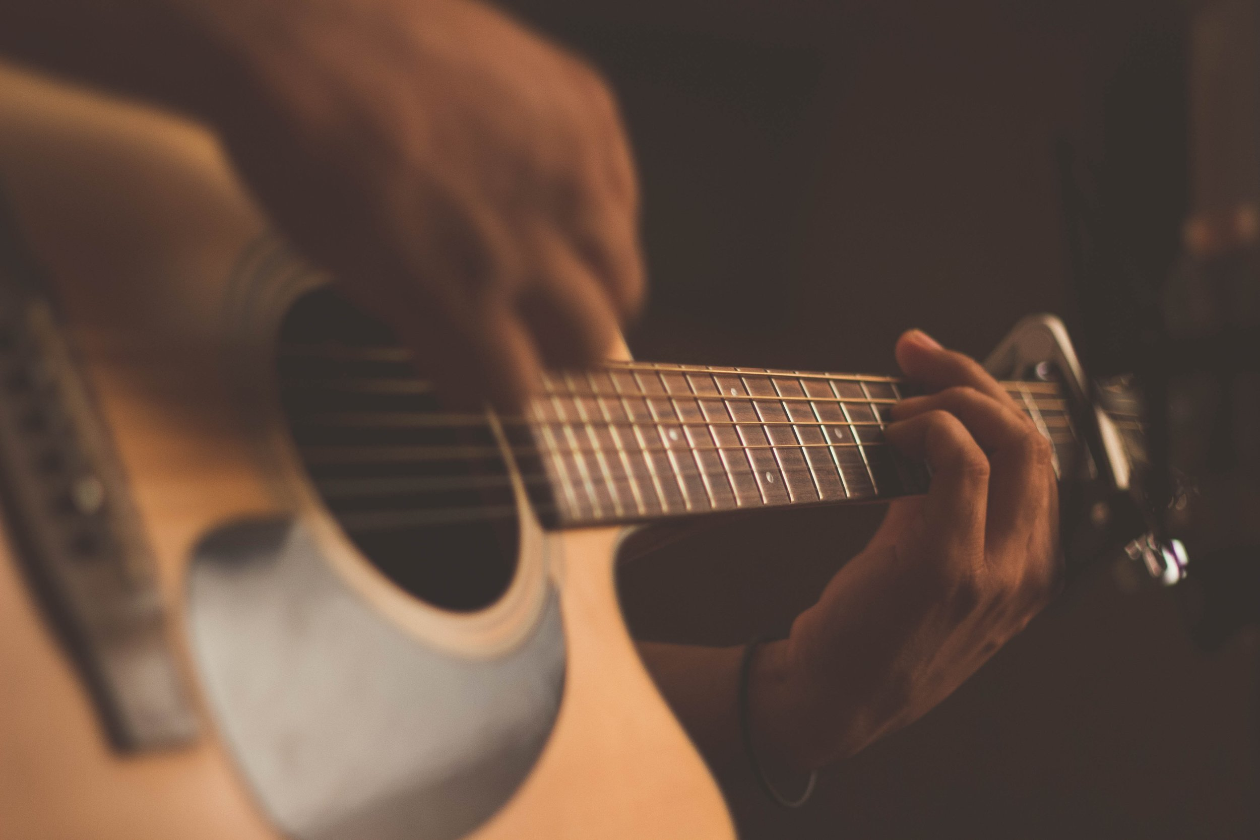 - DepressionStress can cause many people to feel depressed and sad. It can also cause some people to develop eating disorders. Music therapy can help to reverse those feelings and insecurities by decreasing overall stress levels.