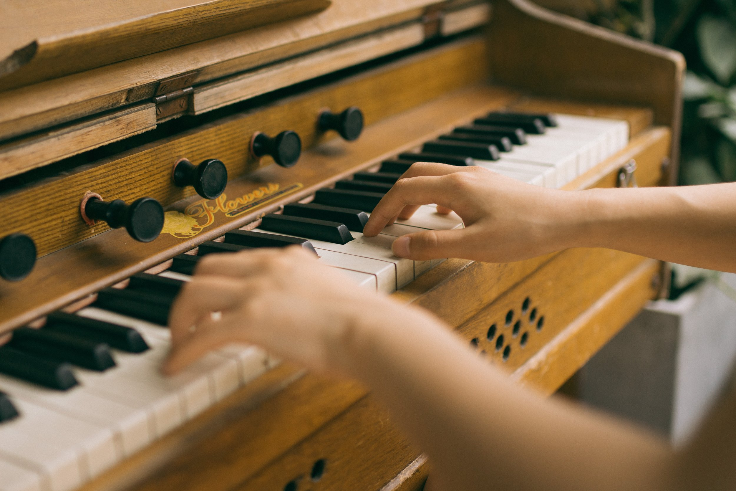 - AnxietyStress also brings mixed emotions such as anger and social withdrawal to people suffering from anxiety. Music therapy works to help ease those negative mentalities and improve overall positivity.