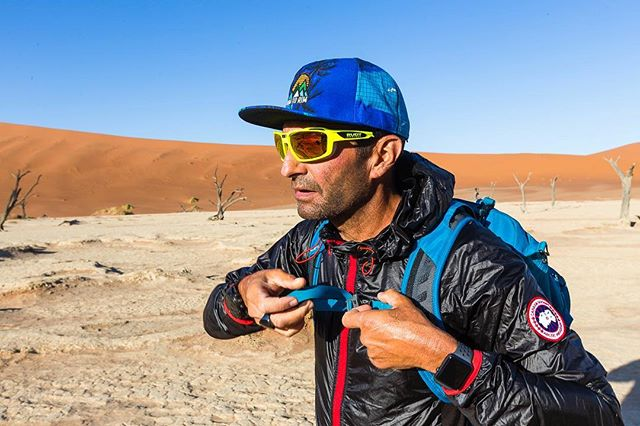 Namib Desert, summer 2018. About halfway through our 1,850km traverse. This photo: that exact moment when I realized I still had 900km to run. #flashbackfriday #fridaymood . . . #getoutside #getoutstayout #exploremore  #letsgosomewhere  #optoutside  #garminoutdoor #inspiration #adventure #adventuretime #letsgo  #photo #naturephoto #summer #trailrunner #runchat #desert  #expedition #photography  #trailrun  #ospreyathlete  #beautifulworld #exploretheglobe