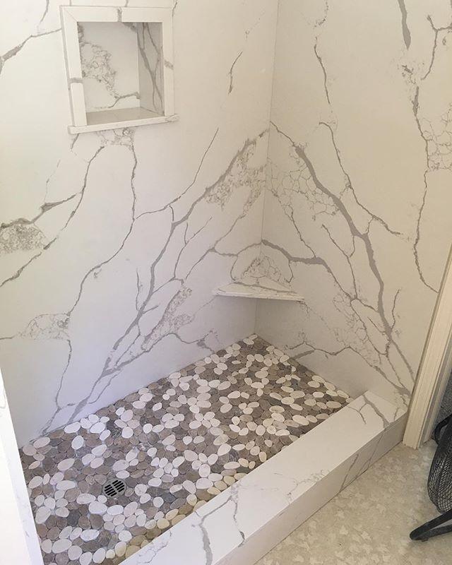 Shower walls in CALACATTA CLASSIQUE from @piedrafinamarble. Tile by @x.x.x_tucker_x.x.x #quartz#showerwalls##bathroomdesign#showerupdate#stone#sierrastoneinc#twainharteca#sonoraca#shoplocal#stonefabractor#tile#marble#quartzshower#calacattaclassique