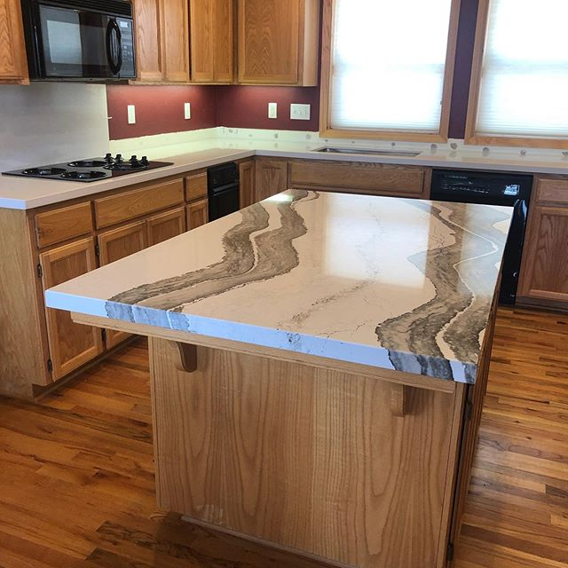 Kitchen counters from @cambriasurfaces • Island in Skara Brae • Perimeter in Winterbourne • Mitered Edge #quartz#quartzcountertops#kitchenremodel#kitchendesign#sierrastoneinc#cambriaquartz#shoplocal#kitchenisland#stonefabrication#miterededge