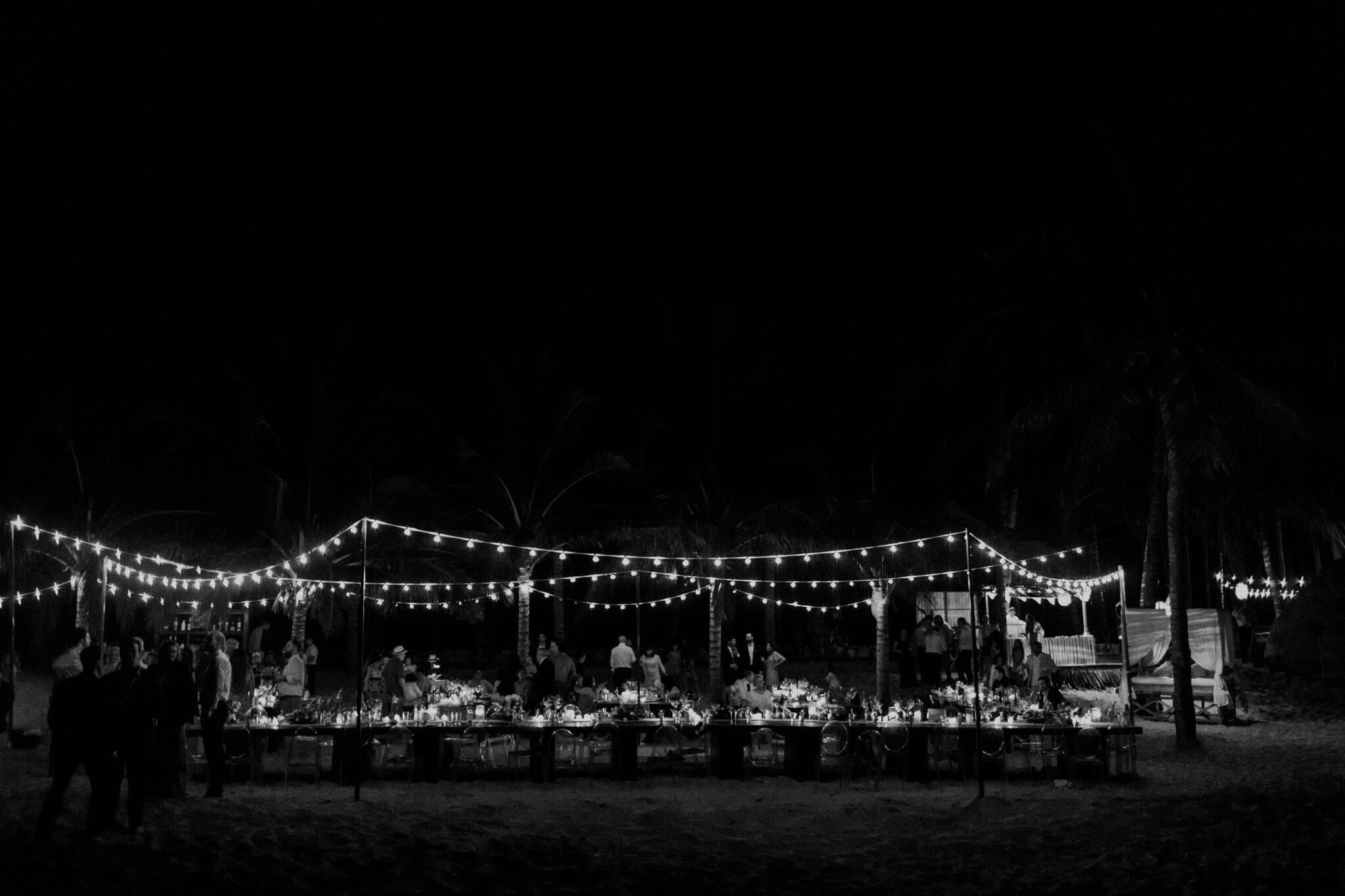 brit-julio-reception-beach-lighting-bw.jpg
