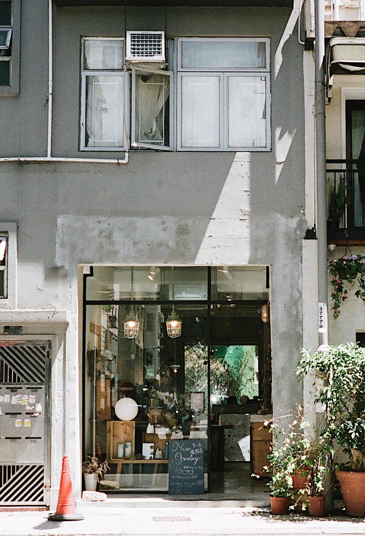 The Flower Room - by Pause Rewind & FastforwardShop 15A, Sun Chun Street, Tai Hang, Hong KongTue - Sun 12:30 - 20:30