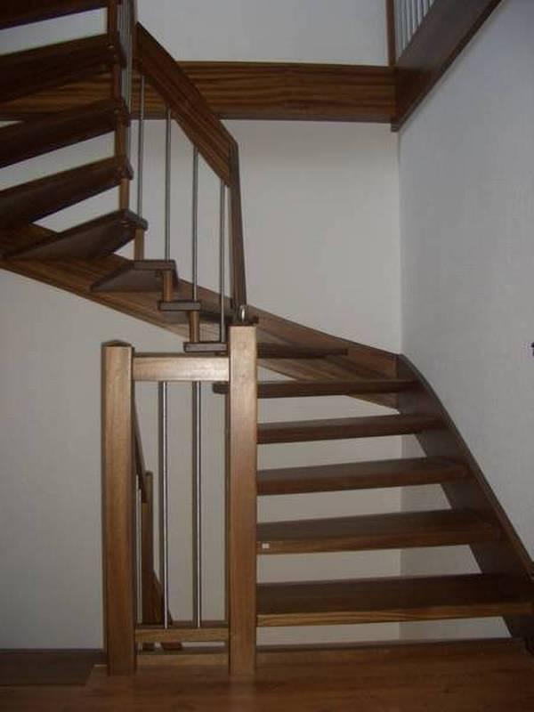 Leichtbautreppe - Diese Treppenart mit nur einer Wange lassen Ihr Treppenhaus größer wirken.