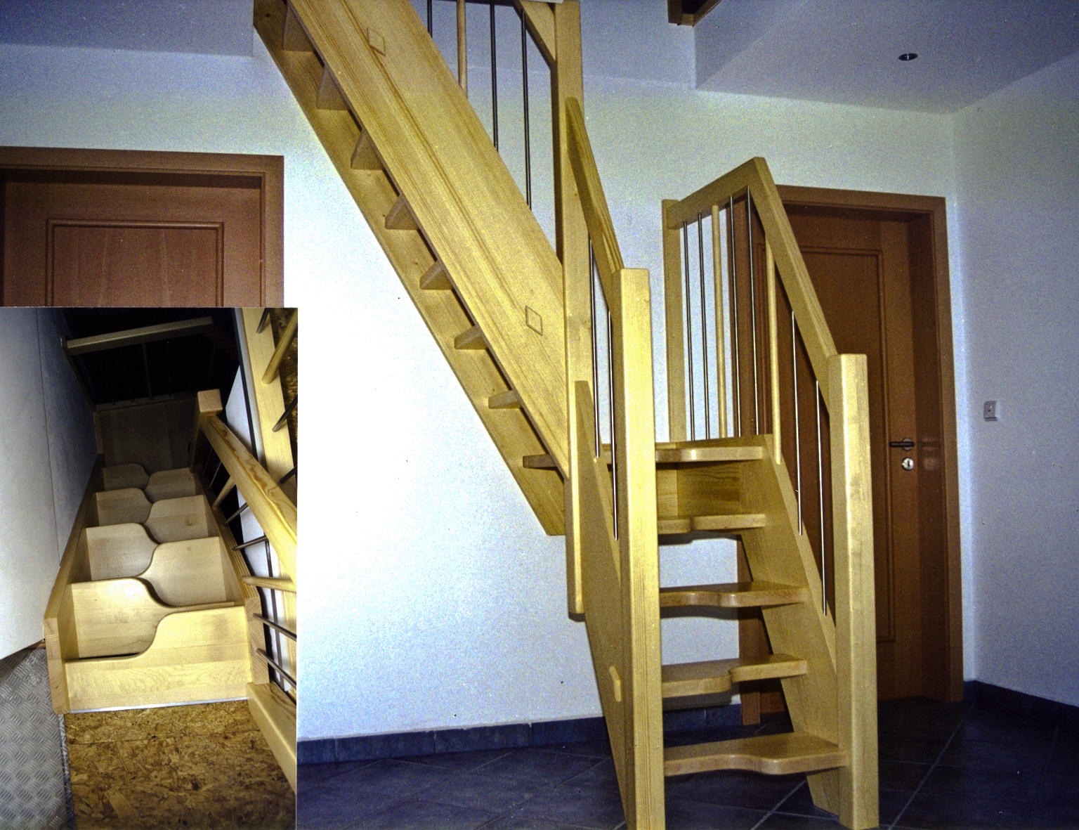 Raumspar-treppen - Mit platzsparenden Treppen lassen sich Treppen auf kleinster Fläche realisieren.Sie kommen überall dort zum Einsatz, wo aus Platzgründen keine konventionelle Treppe verbaut werden kann. Es besteht zum Beispiel die Möglichkeit, eine Zugtreppe zum Dachboden durch eine Schmetterlingstreppe zu ersetzen, ohne dass das Deckenloch vergrößert werden muss.