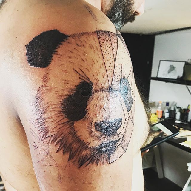 #workinprogress #tattoo #workinprogresstattoo #tatouage #origami #origamitattoo #panda #pandatattoo #dotworktattoo #tattoorealistic #dotwork #drawingtattoo #kwadron #bassindarcachon #bordeauxmaville #bordeauxtattoo #bordeauxcity #bordeaux