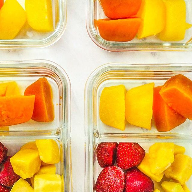 ☀️🍓🥭🥕🍊 Smoothie Prep: Have you ever tried freezing juice in ice cube trays instead of using plain ice cubes? This combo is frozen strawberries and mango, with orange juice and carrot juice ice cubes. Deeeeelish, I tell ya! . . . #veganmealprep #plantbasedrecipes #allthenoms #foodwinewomen #smoothieprep #breakfastprep #fruitlife #vegetarianrecipes #veganbreakfast #instayum