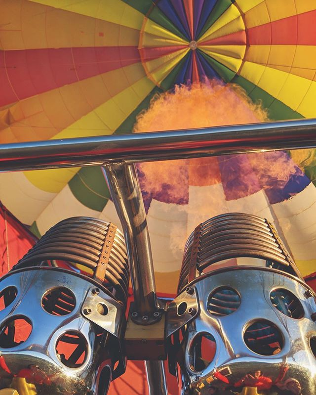 Burn baby burn!🔥Join the Paso disco inferno and book your flight today! 😉🕺🏻 #fly #pasorobles #hotairballoon #rides #winecountry #slo #centralcoast #805