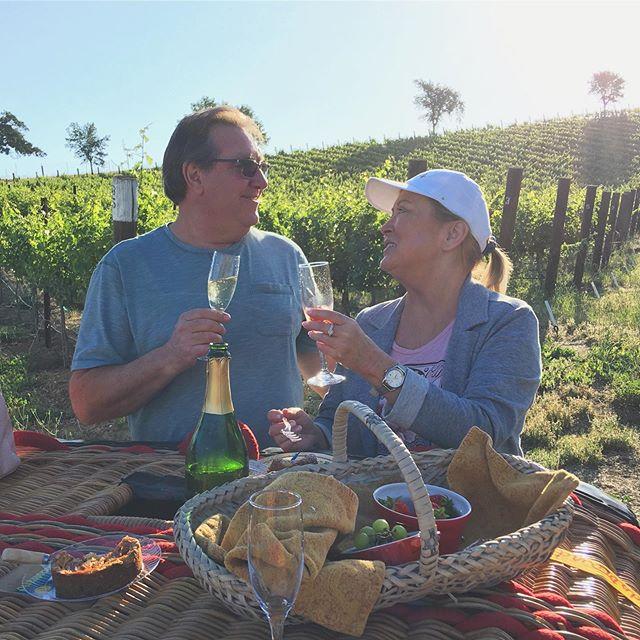 Cheers to beautiful vineyard landings! 🥂🍇 #fly #pasorobles #hotairballoon #rides #sunrise #popchampagne #vineyardviews #winecountry #celebration #love
