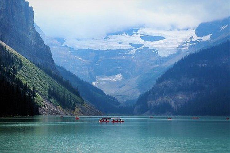 lake-louise-3647470-340.jpg