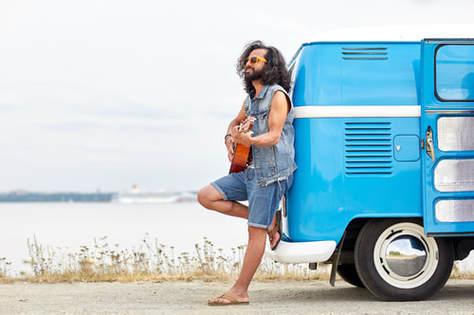 guy-hippie-playng-guitar-2.jpg