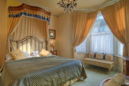 mansion-bedroom-2.jpg
