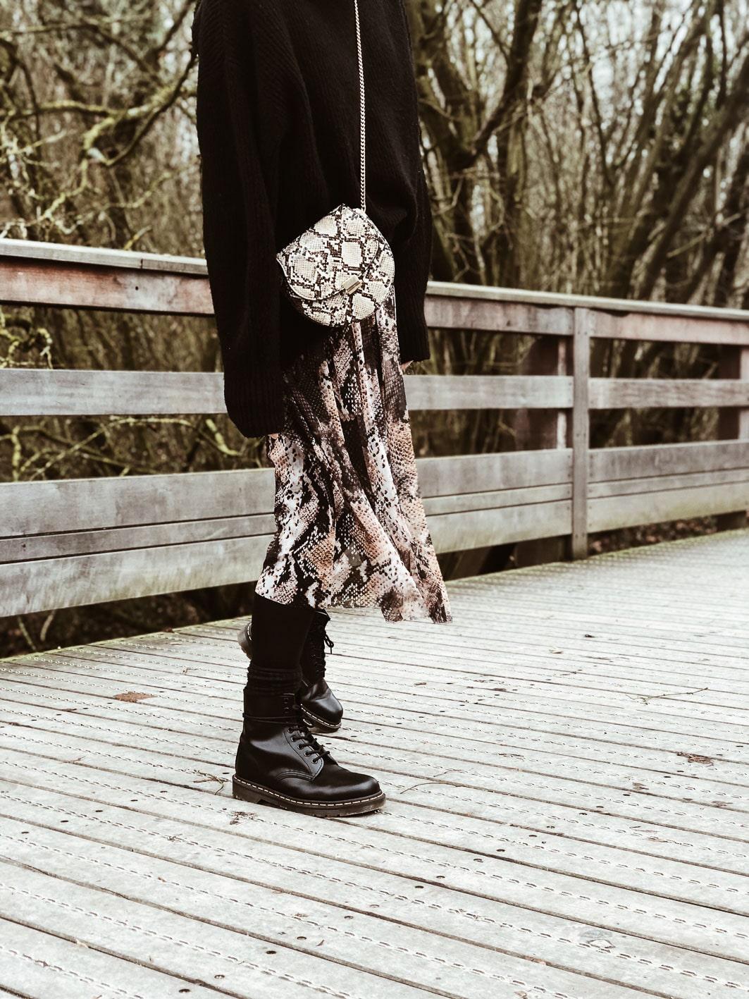 Carnet Sauvage - Blog mode boho et tendances, idée look hiver, jupe python zara, pull &other stories, sac python mango