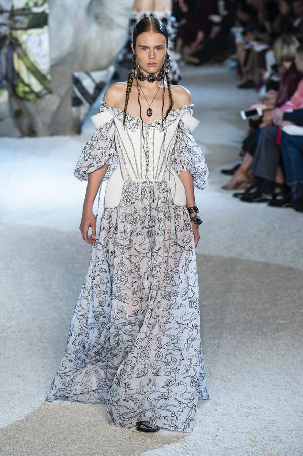 defile-alexander-mcqueen-printemps-ete-2019-paris-look-52.jpg