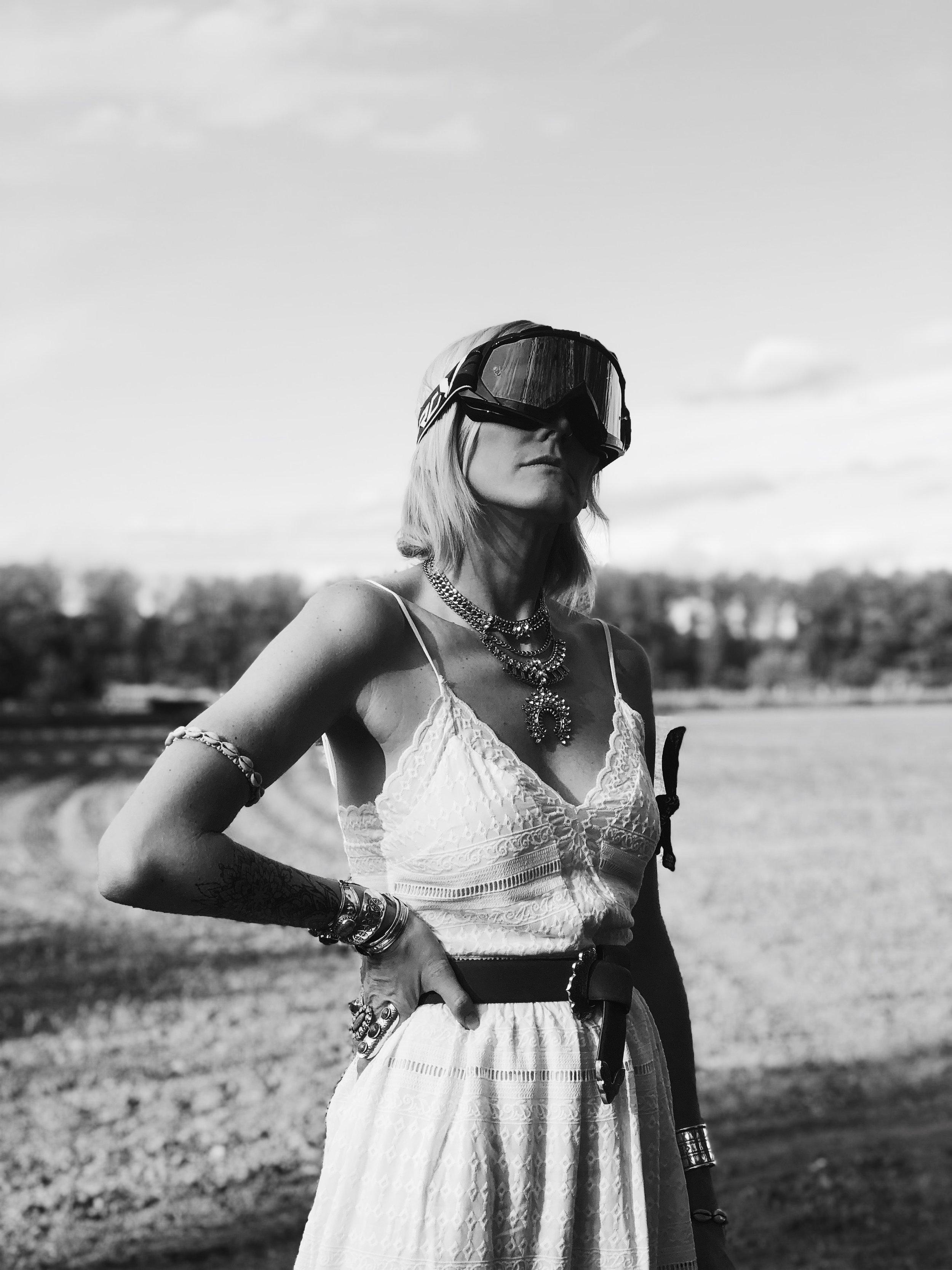 Carnet Sauvage - blog mode et tendances, direction artistique Lille, idée look bohème - robe brodée blanche