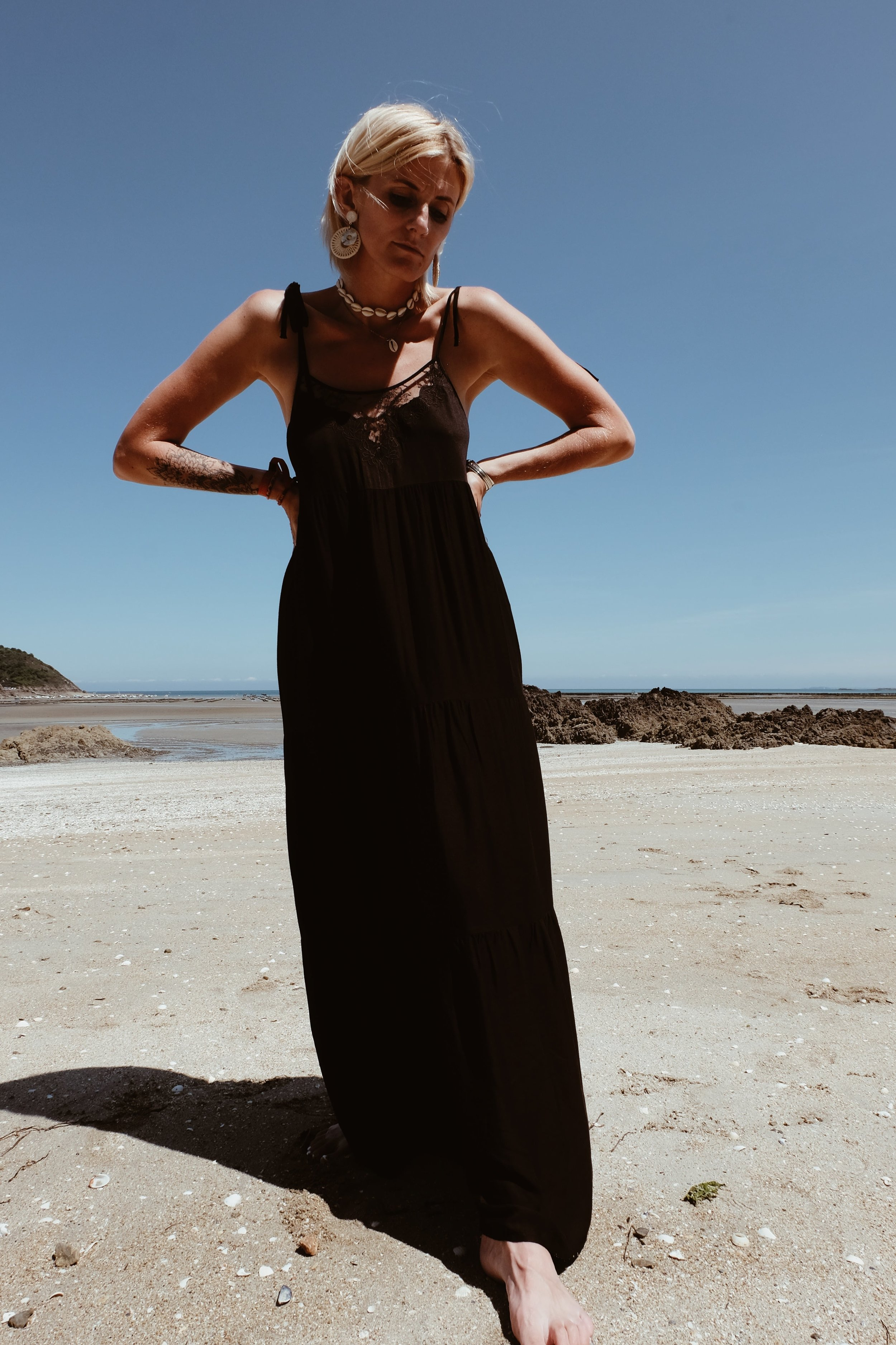 Carnet Sauvage - robe longue noire Stradivarius1-min.JPG