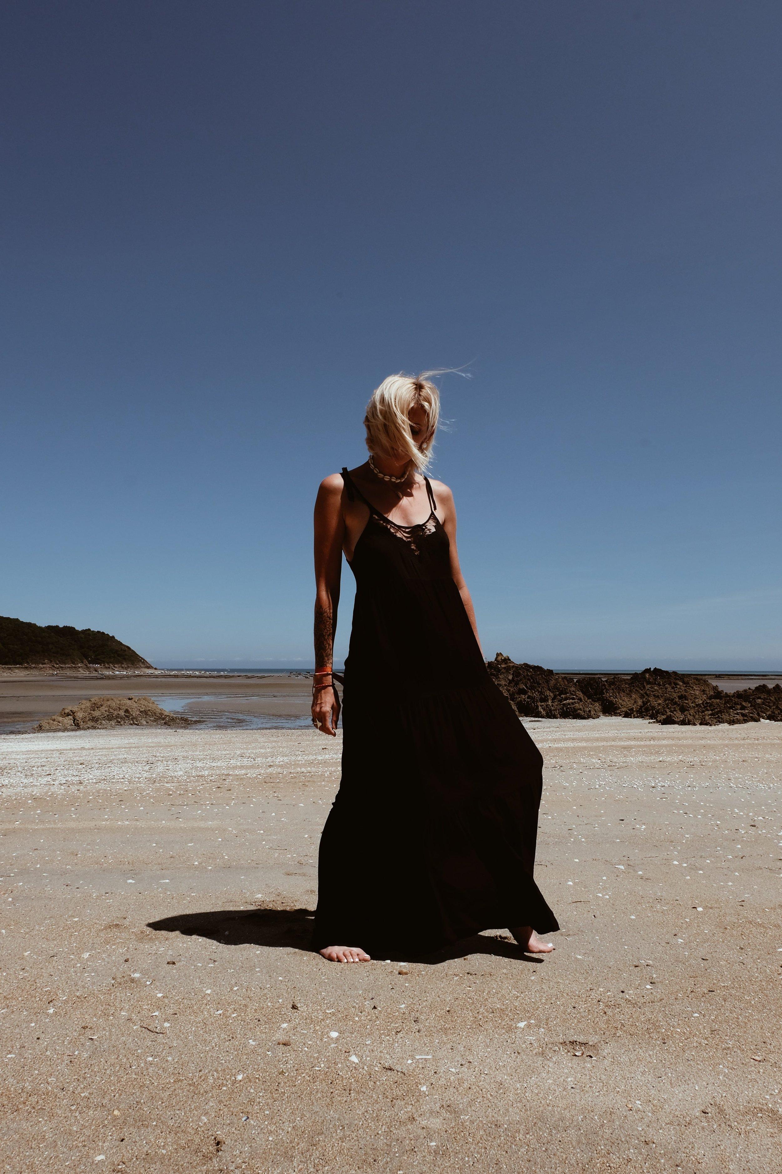 Carnet Sauvage - robe longue noire Stradivarius2.JPG