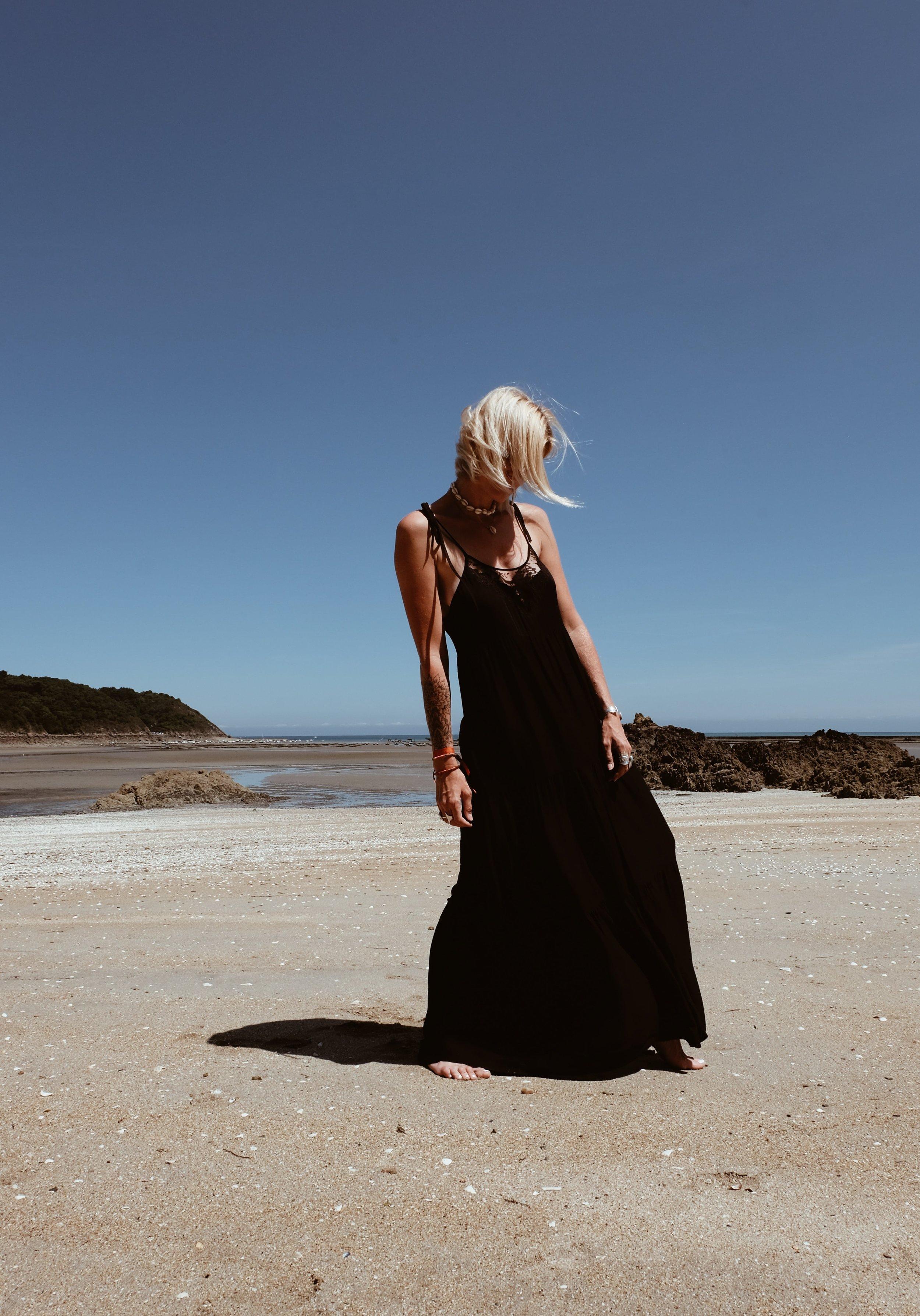 Carnet Sauvage - robe longue noire Stradivarius10-min.JPG