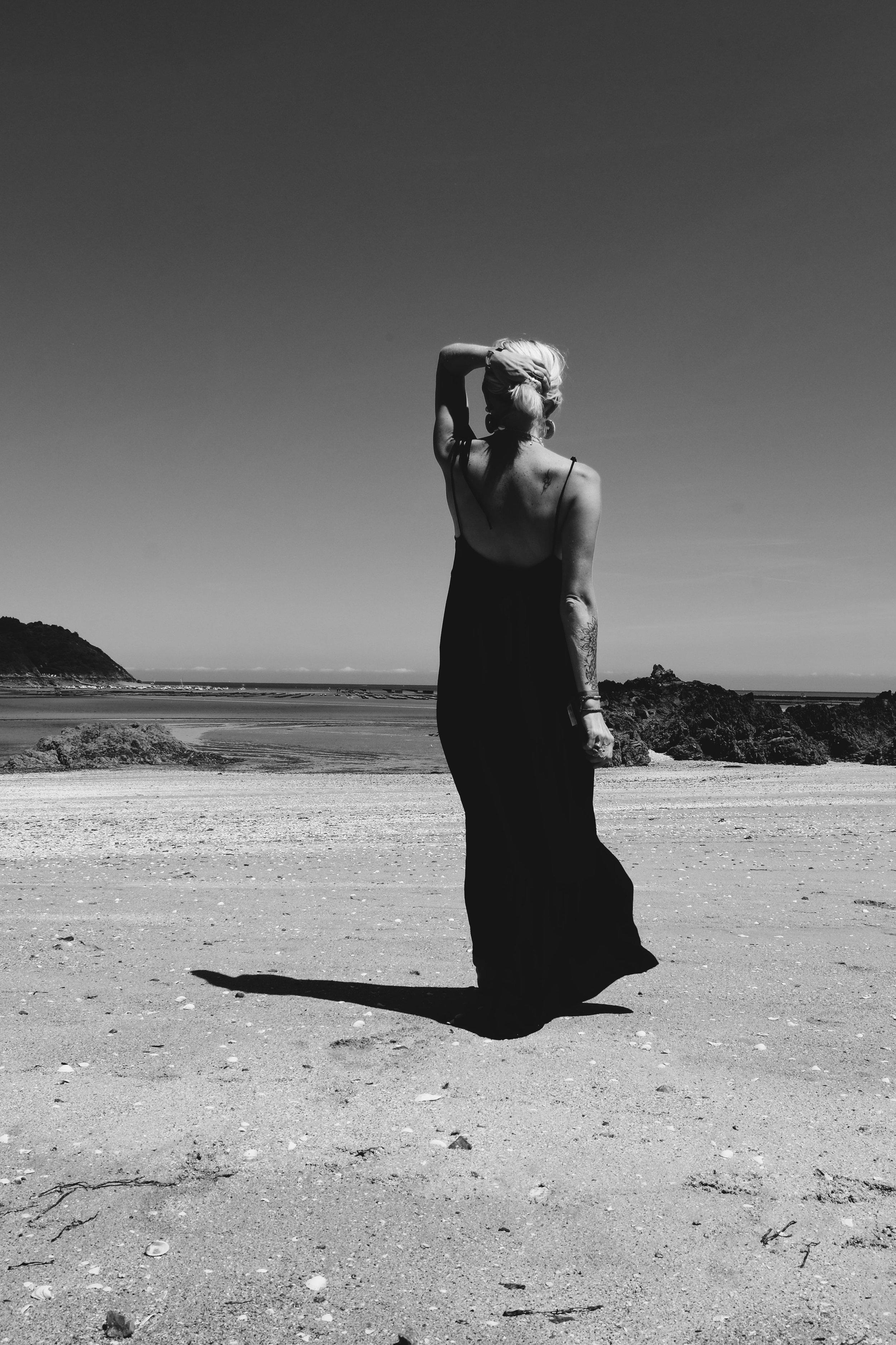 Carnet Sauvage - robe longue noire Stradivarius7-min.JPG