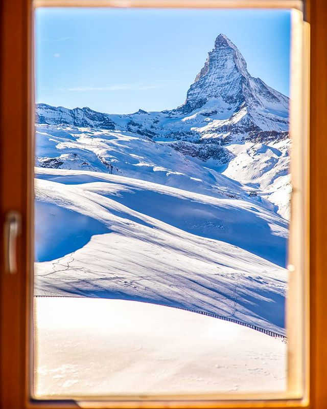 This is the amazing view you get from one of the rooms @riffelhaus! I had the pleasure to stay there for a weekend and enjoy this beauty @zermatt.matterhorn. Have you been there before? Make sure to check the Spa aswell! 😀  #inlovewithswitzerland #Schweiz #vacation #igersswitzerland #travelgram #nature #visitswitzerland #passionpassport #blickheimat #exploremore #igersswiss #suisse #tourism #travel #explore #beautifuldestinations #matterhorn #zermatt #lifeofadventure #instatravel #switzerland #canonswitzerland #frames