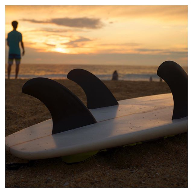 Make the most of the daylight. Get back in there . . #boardedprotection #surf #surfcase #travel