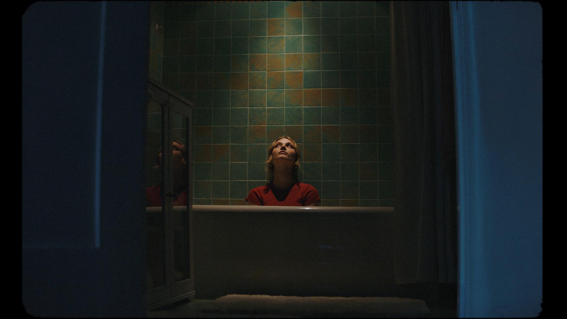 Lukas Graham-Lie-MASTER H264.00_01_27_06.Still029.jpg