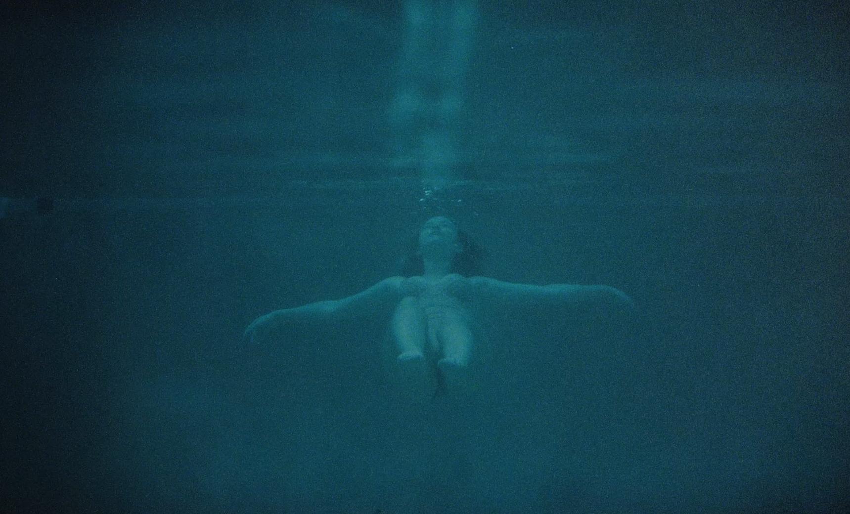 Lukas Graham-Lie-MASTER H264.00_01_42_16.Still037.jpg