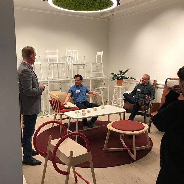 En utrolig fin DC er over, takk til flotte arkitekter som besøkte oss 😀👏🏻👏🏻 #arkitekter #arkitekterpåtur #møbler #design #lys #tekstil #furniture #upholstery #light  @smllighting @ncnordiccare @materia_ab @almedahlsdesign @glimakra.of.sweden @skandiform